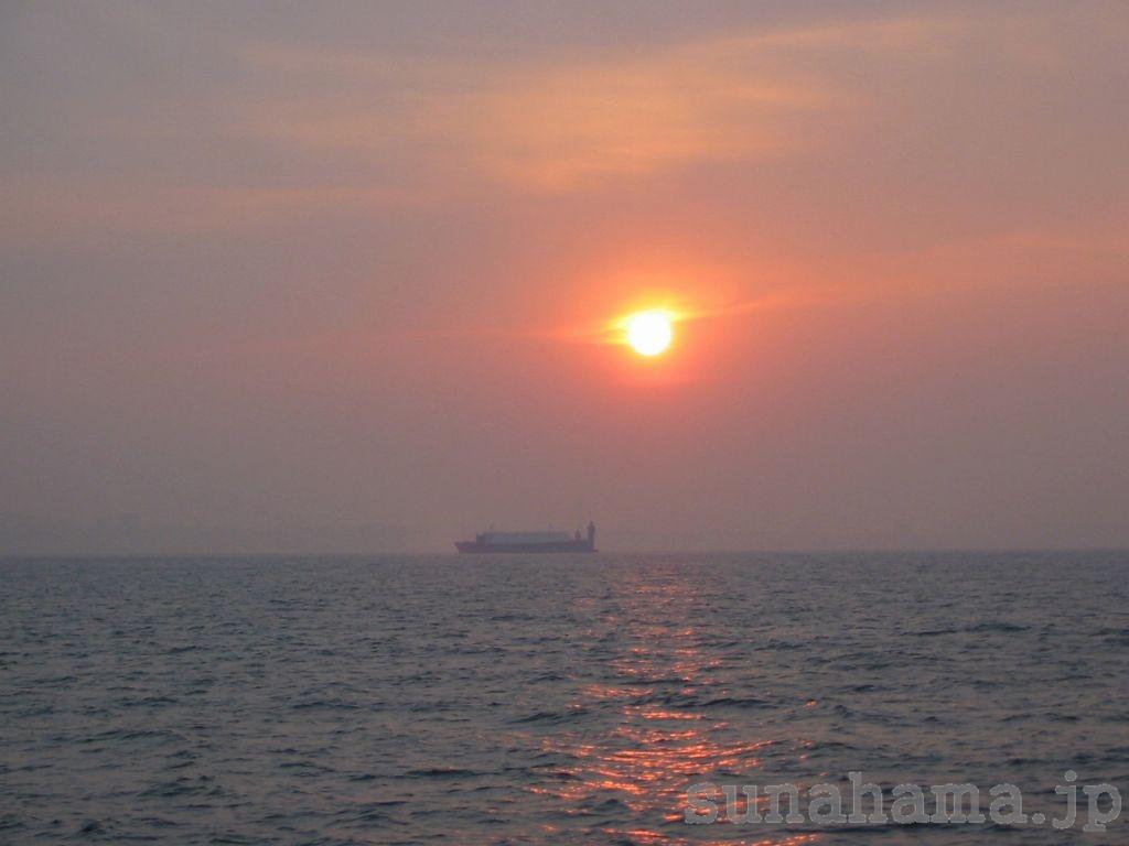 さるびあ丸からの夕日の壁紙 1024×768【伊豆の海中壁紙 水中写真を壁紙にしました!】