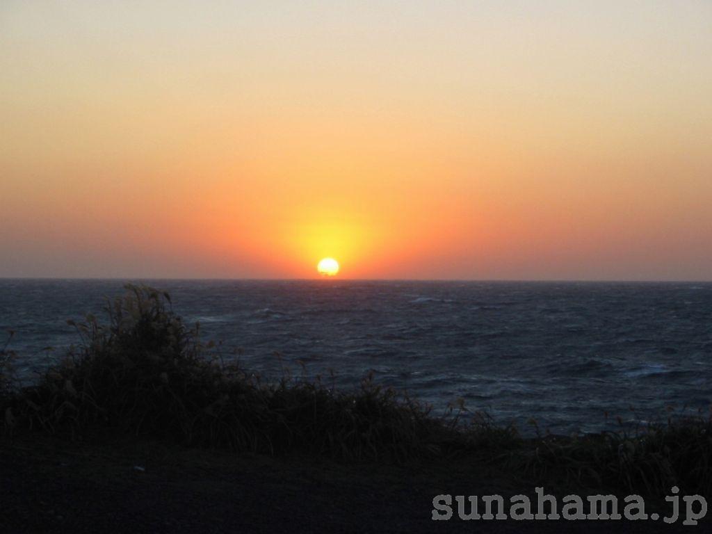 三宅島からの夕日の壁紙 1024×768【伊豆の海中壁紙 水中写真を壁紙にしました!】