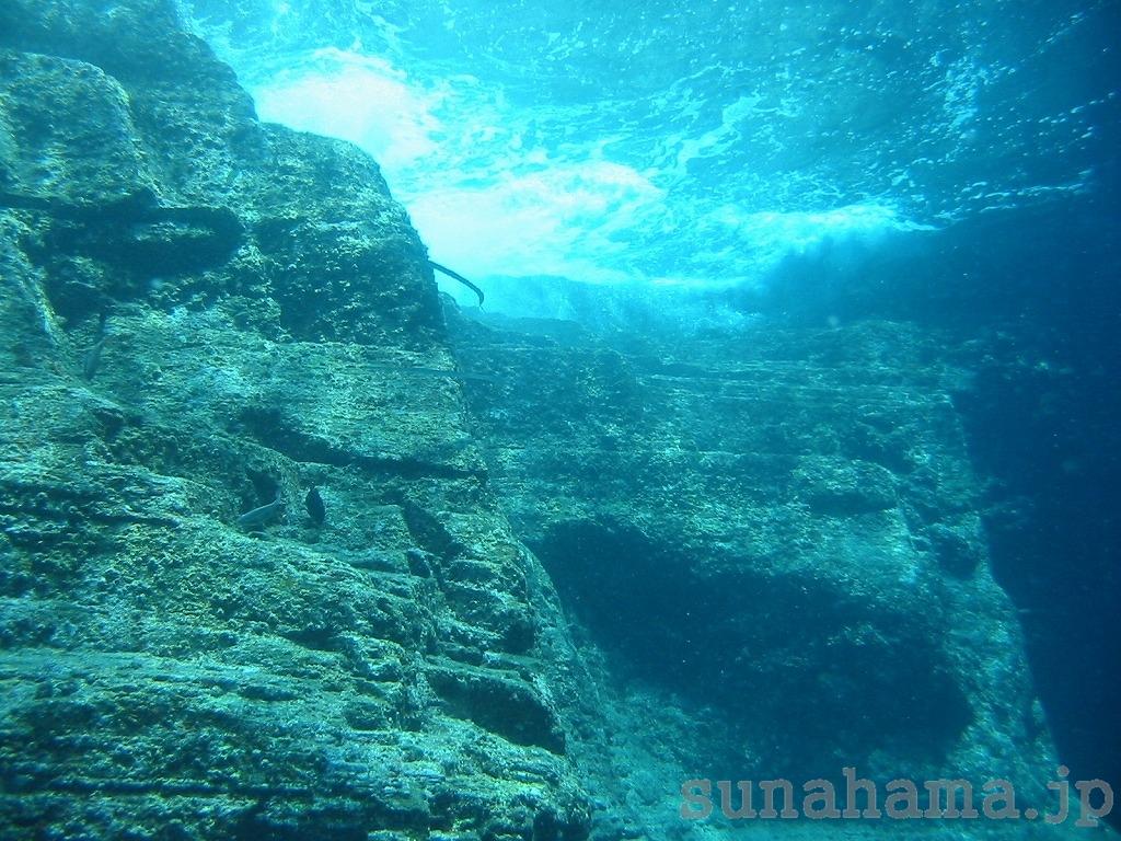 男岩の壁紙 1024×768【沖縄の海中壁紙 水中写真を壁紙にしました!】